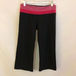 Lululemon Cropped Black Leggings with pink band s8
